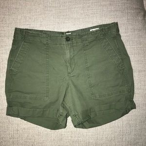 Gap olive green size 6 chino shorts